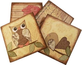 Lót ly giấy được thiết kế với chim cú và phong cách giả gỗ