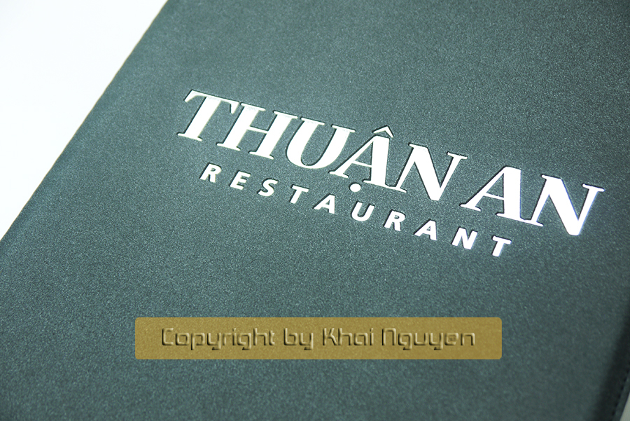 Mẫu làm menu da ép kim trắng cho nhà hàng Thuận An