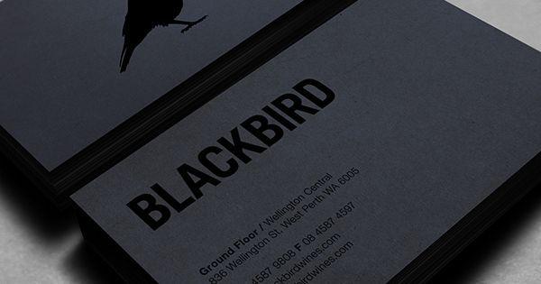 Name card màu tối kết hợp với ép kim đen ấn tượng