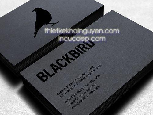 Ép kim màu đen trên nền giấy đen