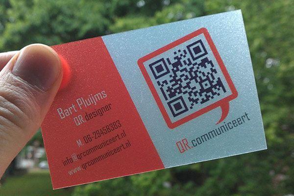In thẻ nhựa trong sử dụng QR Code