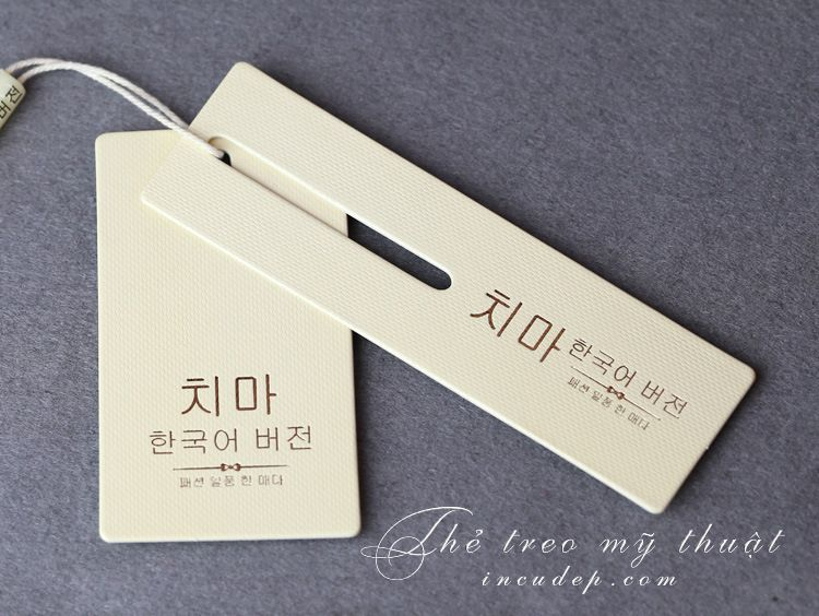 Mẫu thẻ treo quần áo đẹp in bằng giấy mỹ thuật