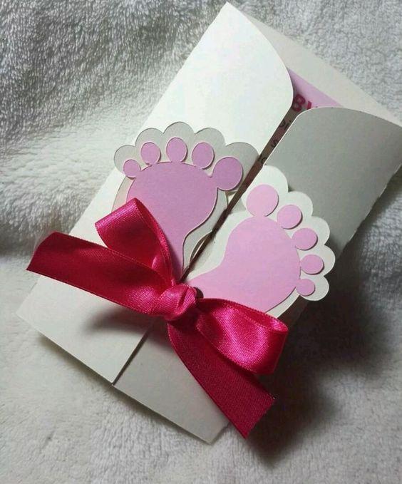 Mẫu thiệp mời sinh nhật cho bé thật đáng yêu với hình bàn chân